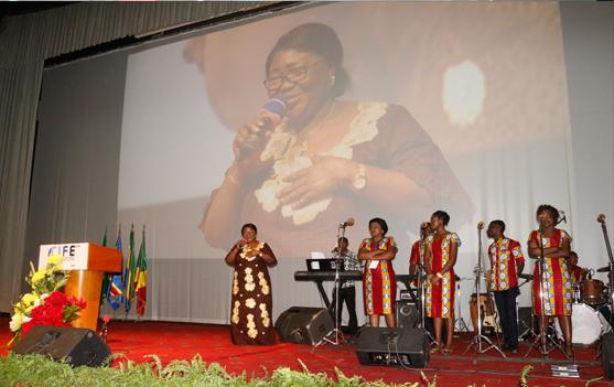 Chant d'adoration par l'Ambassadeur de la République Fédérale du Nigéria, Madame Samaila ILIYA