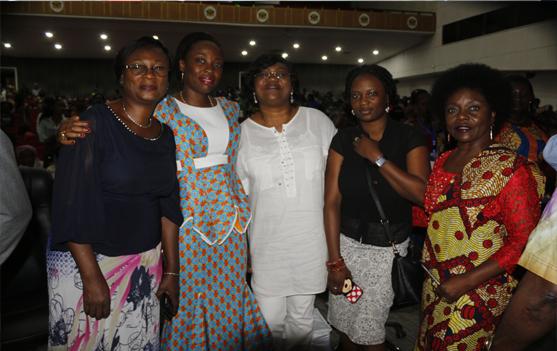Vue d'ensemble participantes accompagnées de la Prophétesse Sissi BOGOLI